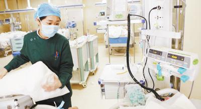 兔神扮演者(我在夜总会的蜕化日子)记者看望ICU感触医者仁术 他们的辛苦超乎常人幻想