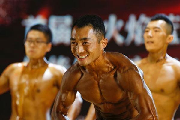 黑龙江消防员健美比赛展实力