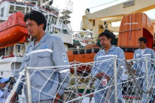 32名南海遇险渔民安全返回海南三亚