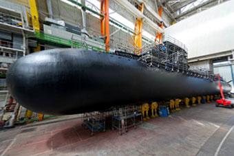 法国最新核潜艇正式亮相 马克龙亲自前往检阅