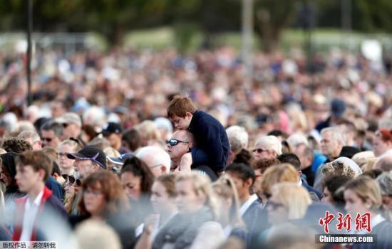 新西兰枪支回收计划实施首日 民众上缴224件武器