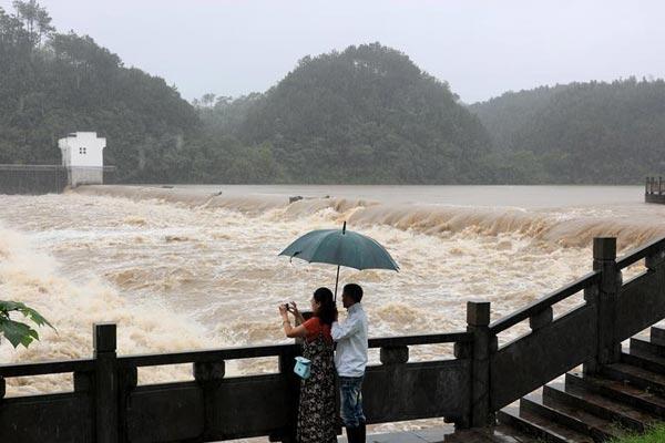 暴雨袭击安徽黄山