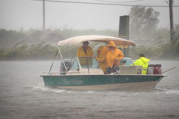 """""""巴里""""登陆美国减弱为热带风暴 超10万户停电"""