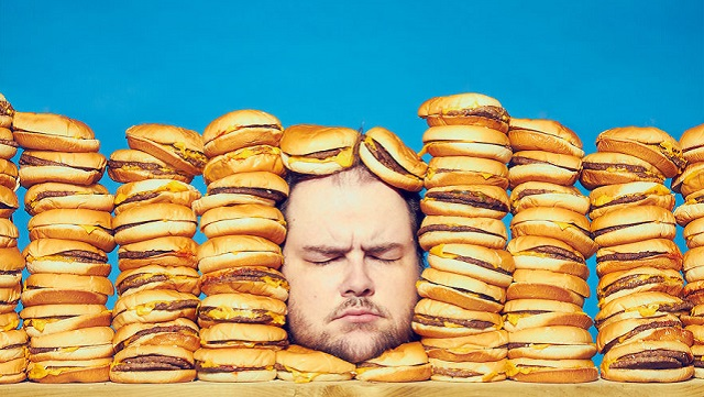 """用摄影探讨""""与食物的关系""""  摄影师放弃垃圾食品减肥60磅"""