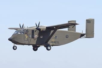圭亚那空军新装备到货 造型奇葩如飞行车厢