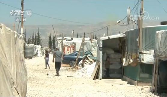 """没空调没电扇!黎巴嫩难民儿童受40℃高温""""烤""""验"""