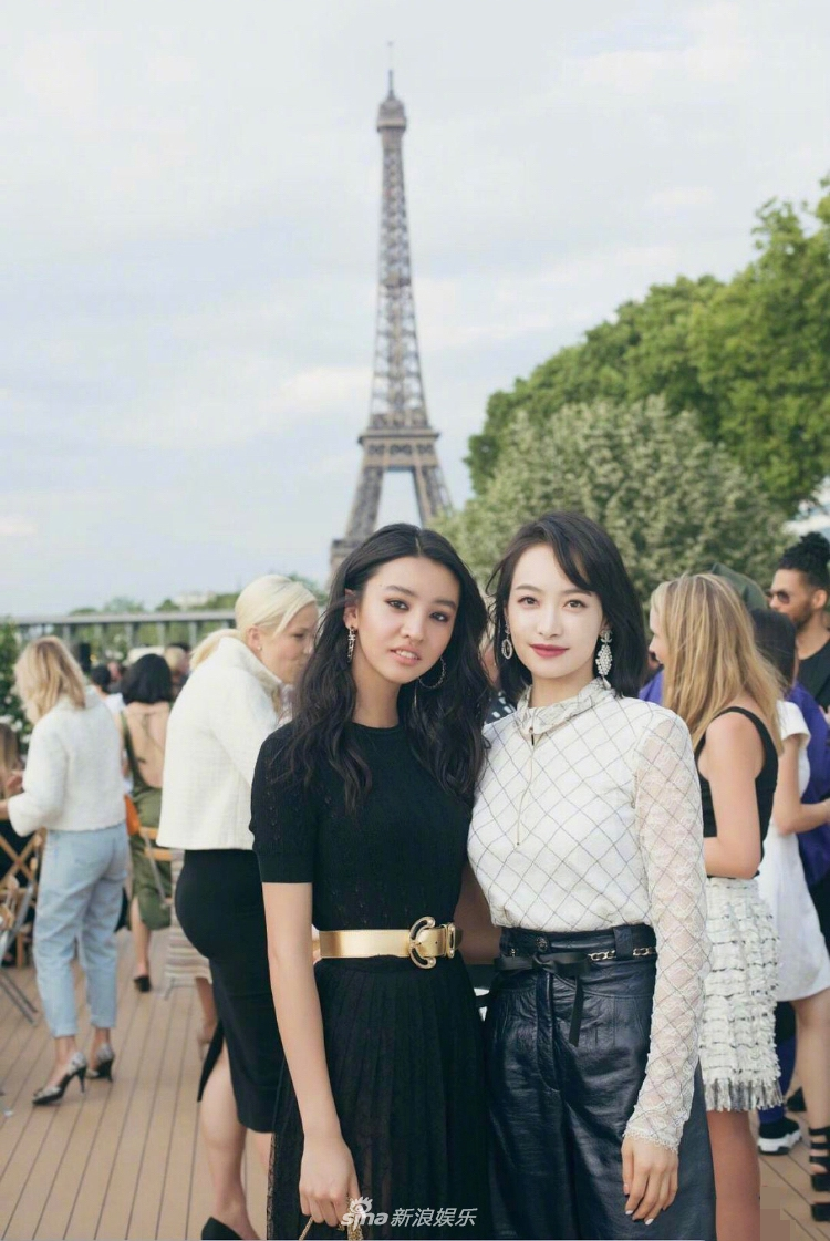 宋茜和木村光希巴黎同框合影 一白一黑谁更胜一筹?