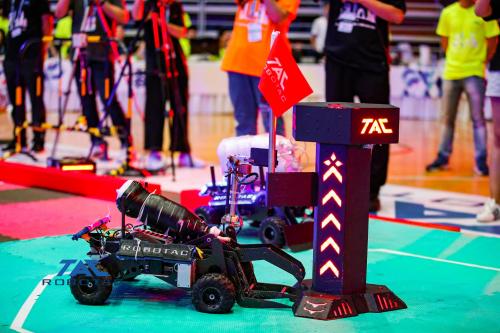 全国大学生机器人大赛开赛 北京工业职业技术学院再度摘冠
