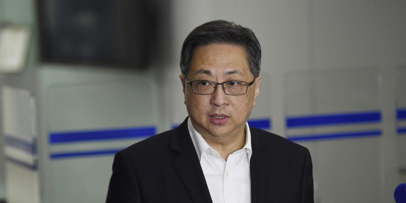 香港警务处处长卢伟聪:全力调查示威者暴力行为