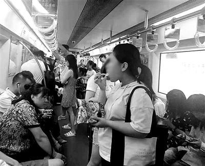 孟银君(开拓者队医)新规已实施两个月 北京地铁仍有乘客目中无人进食