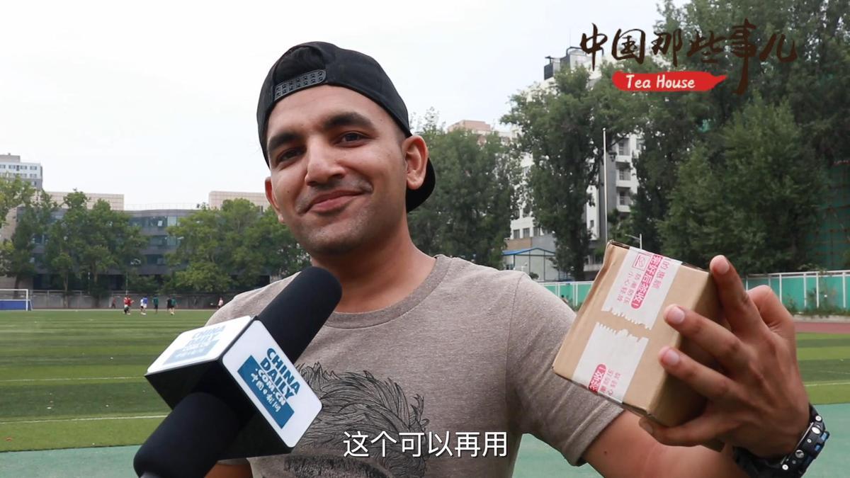 外国人:上海垃圾分类成新时尚 干得漂亮