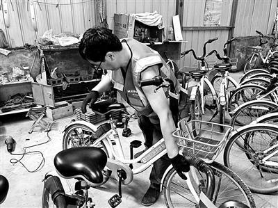 共享单车废旧塑料变身塑料盆 金属材料被回炉