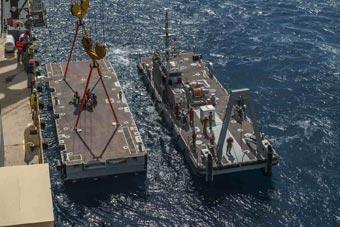 美军展示新型浮动平台 运载能力相当惊人