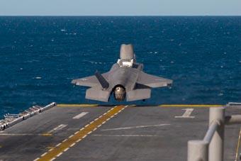 不怕掉海里?美在地球最深海上起降F-35B和MV-22