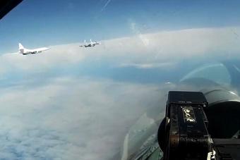 俄战略轰炸机巡航波罗的海 惊动北欧三国空军