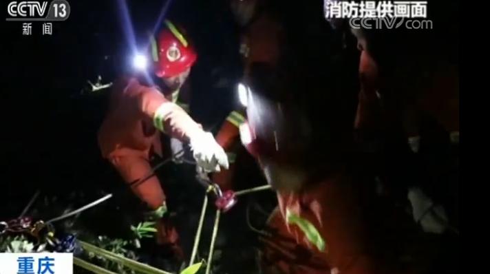7名驴友冒险涉水被困峡谷 14小时持续救援后终脱险
