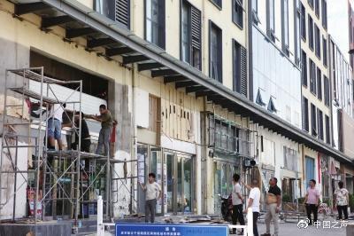 环境整治强制拆商铺门头和公益广告牌 郑州城管:整治依规而行