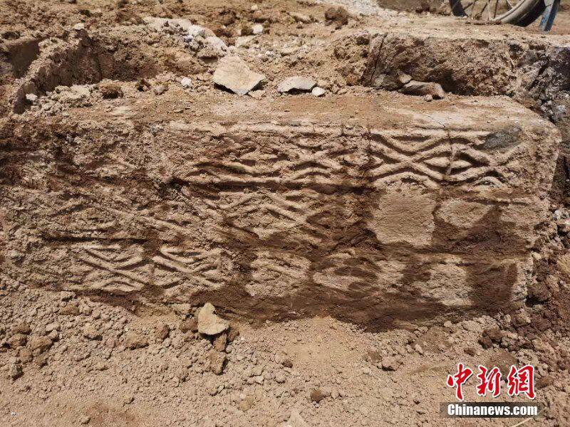 湖北房县发现东汉古墓 考古人员进行抢救性发掘