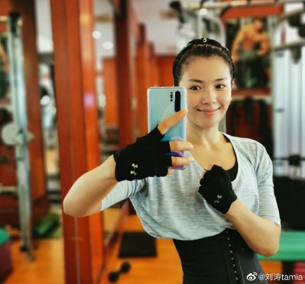 刘涛素颜健身状态好 手臂纤细小蛮腰抢镜