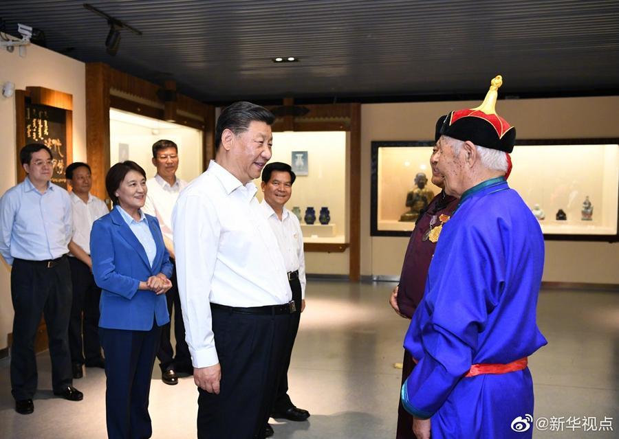 习近平:要重视少数民族文化遗产