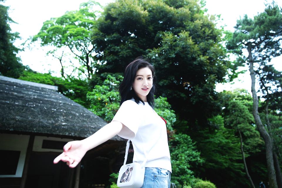 白T也能穿出范儿 景甜演绎夏日清爽穿搭