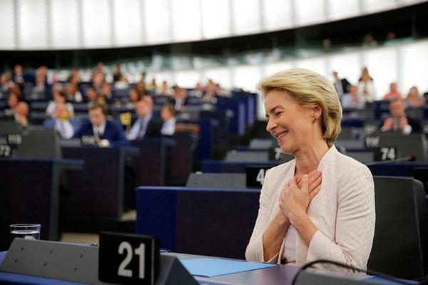 """德国前防长冯德莱恩艰难""""过关""""成欧盟委员会首位女主席"""