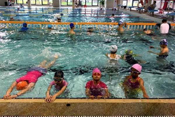 暑期游泳培训班受追捧