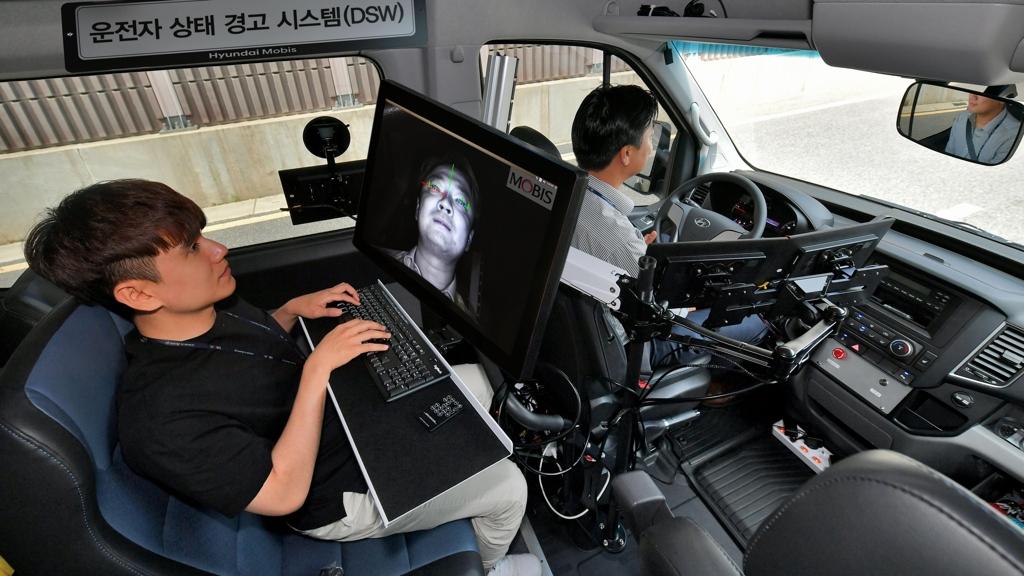 现代商用车将配驾驶员预警系统 避免分心驾驶