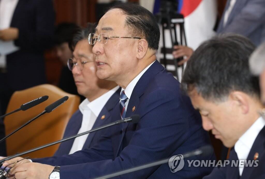 韩媒:韩国财长敦促日方撤销限制贸易措施