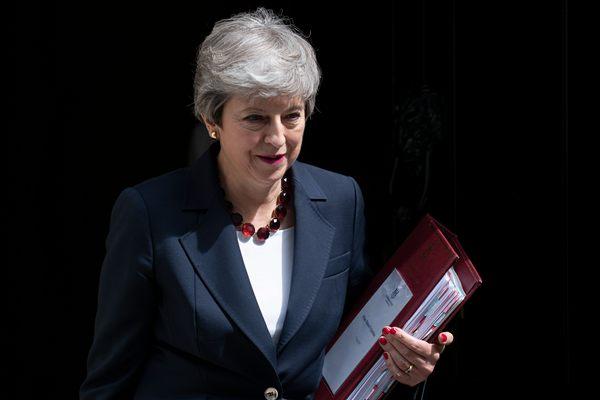 梅姨面带笑容参加首相答问 或成卸任前最后一次