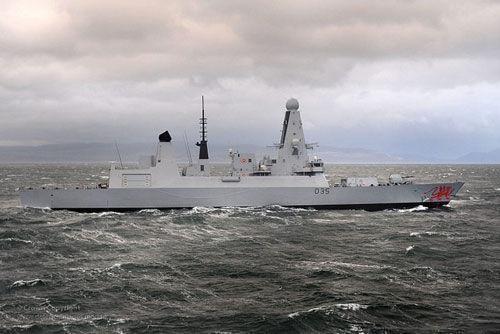 英国拟向波斯湾地区派出第三艘军舰,称与伊朗局势无关
