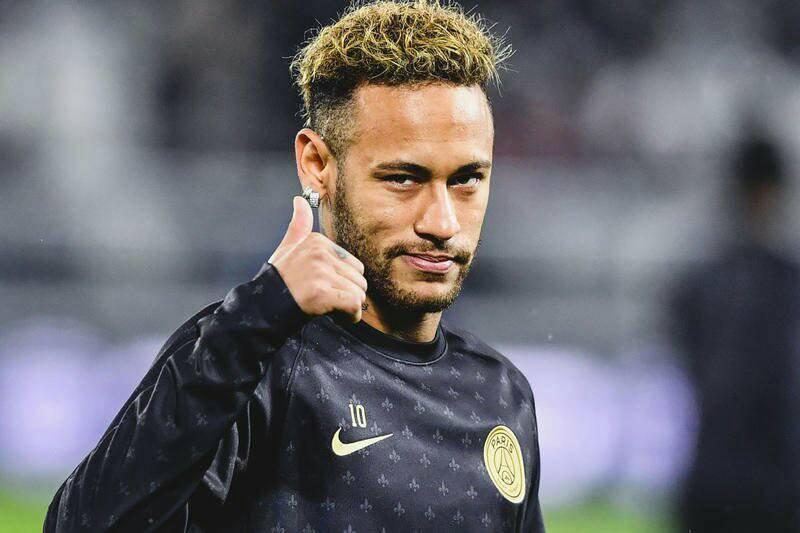 巴黎球迷疯狂辱骂内马尔:他每年都玩6个月