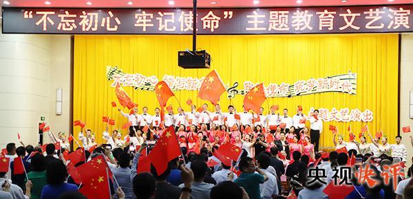 香港警员手指咬断(黄灿云)【央视快评】记载新时代 书写新时代 歌颂新时代