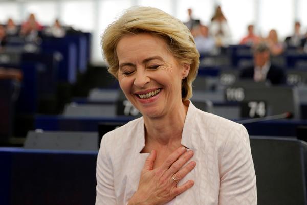 陈志丰(喋血胶东)任上挨批的德前防长成欧盟首位女掌门:冯德莱恩的人脉与大志