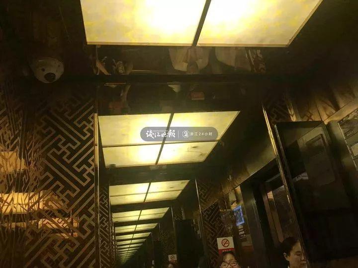 """刚进电梯就被""""看光光""""!杭州一小区业主炸了:还有隐私吗"""