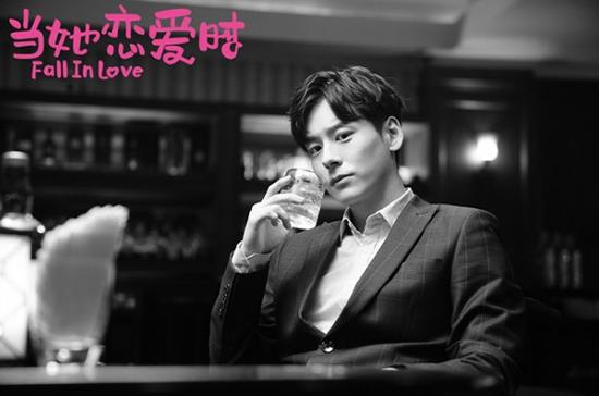 19081期大乐透开奖号(2013f4)魏哲鸣《当她爱情时》收官 后续著作值得等待