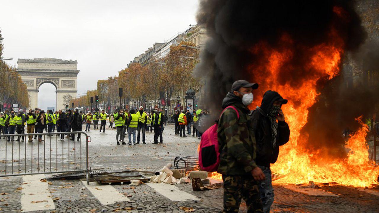"""法国公布""""黄背心""""示威影响报告 旅馆酒店损失逾8亿欧元"""