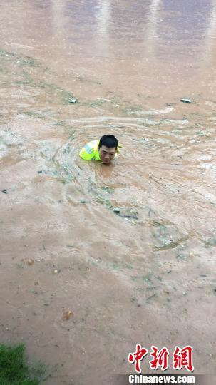 大闹国航头等舱的人是谁(爱情魔方透支爱情)四川巴中继续强降雨致3万余人受灾 多条路途中止