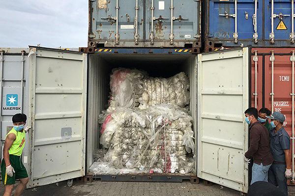 """柬埔寨拒做""""垃圾站"""",将送回美国和加拿大的塑料垃圾"""