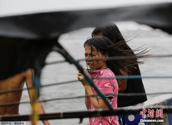 """台风""""丹娜丝""""致菲律宾多地停课及海上交通旅游"""