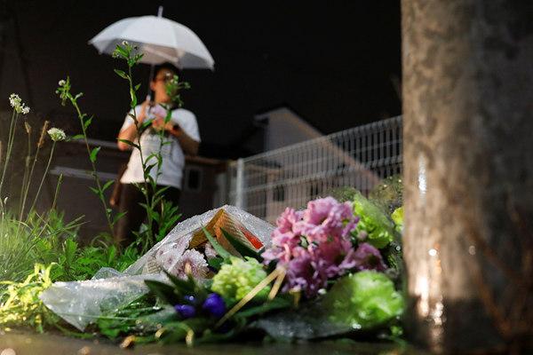 京都纵火案已致33人死亡 民众献花悼念遇难者