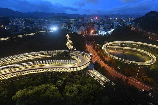 """福州""""福道""""点亮夜灯 如""""金丝带""""环绕山间"""