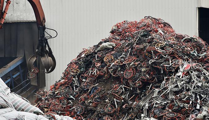 实拍天津共享单车粉碎工厂 99%可被再回收利用