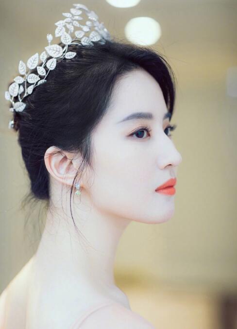 """刘亦菲如同""""仙女"""""""