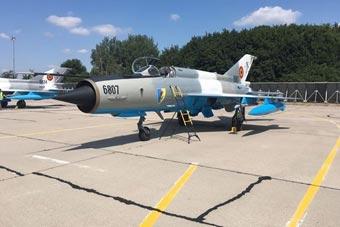 罗马尼亚也有魔改米格-21 座舱航电如同三代机