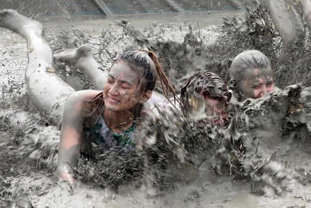 韩国保宁泥浆节开幕 上演夏日泥池狂欢