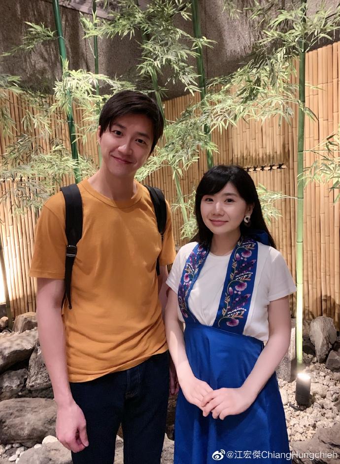 福原爱江宏杰享受二人世界 减龄穿搭同回青涩校园时代