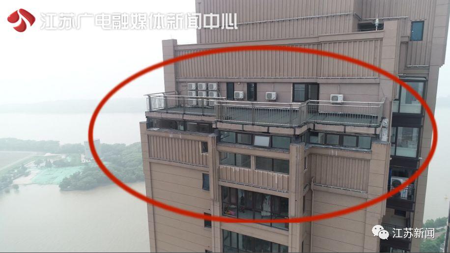 醉了!51层楼顶惊现82平米违建,南京这个小区的业主瑟瑟发抖!