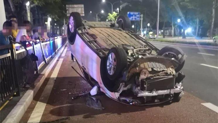 90后夫妻开车吵架,妻子猛打丈夫致翻车!两人当场……