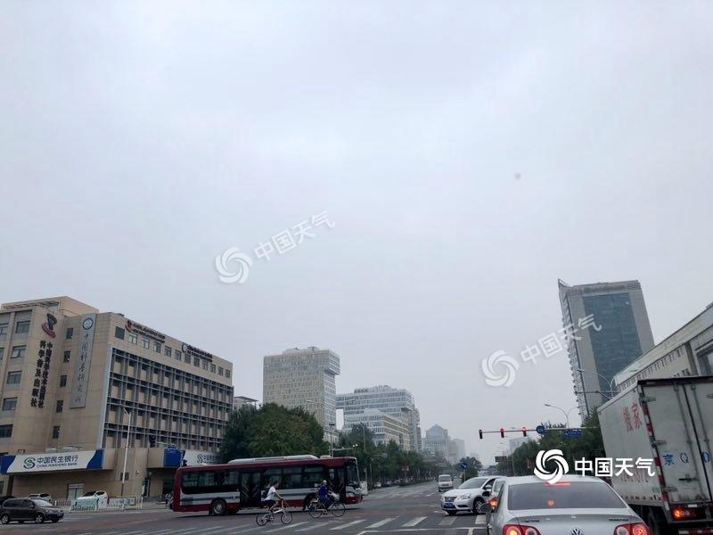 今夜至明天白天北京迎小到中雨 闷热格局不变